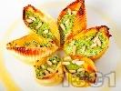 Рецепта Пълнени конкилиони (паста) с рикота, спанак, сметана и кедрови ядки
